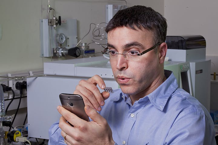 breath-test-smartphone