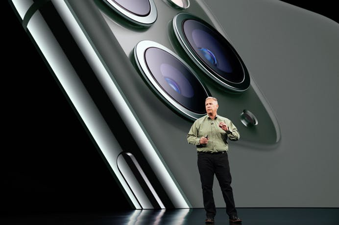 Apple_Keynote-Event_Phil-Schiller-iPhone